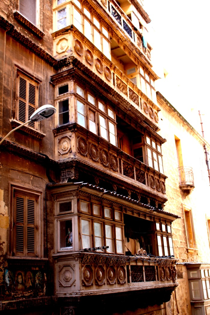 Valletta_balconies